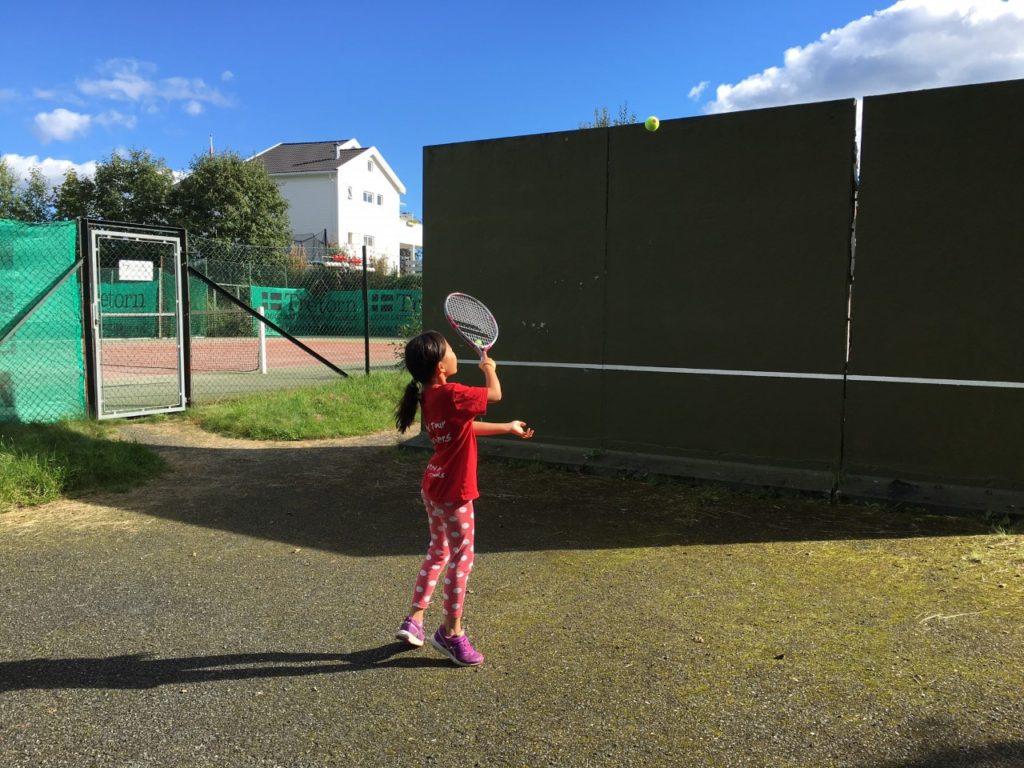 keira hitting tennis balls